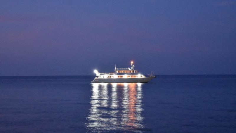 davide motorboat in night navigation