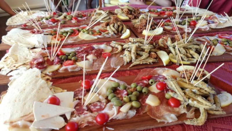 motonave davide aperitivo con tagliere di prodotti tipici
